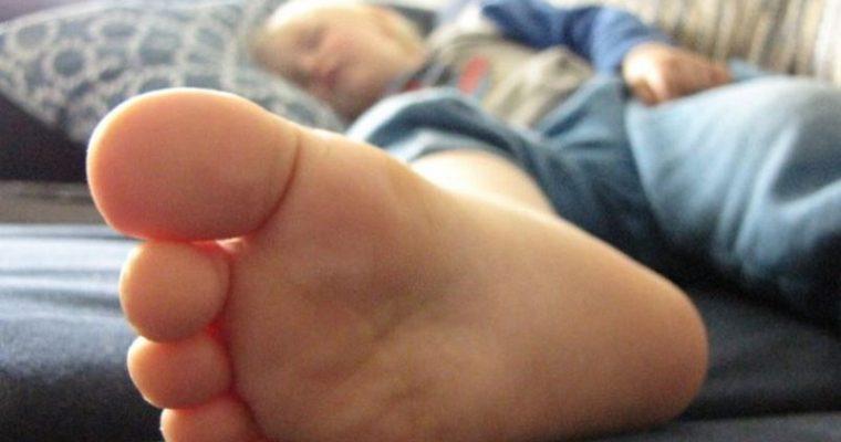 Ajatuksia äitiydestä näin äitienpäivän kynnyksellä ja kurkistus kotialbumiimme