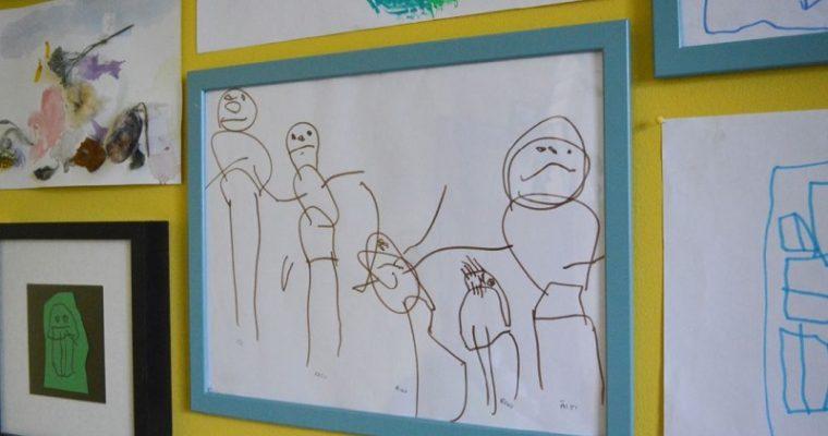 Lastenhuoneen taidenurkkaus